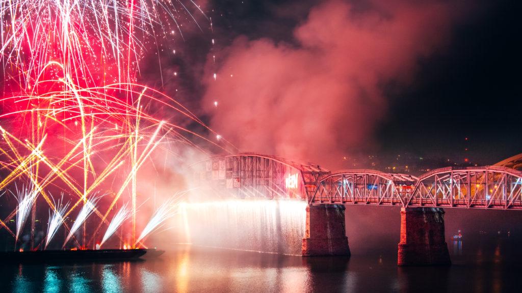 labor day WEBN/Western & Southern fireworks on purple people bridge
